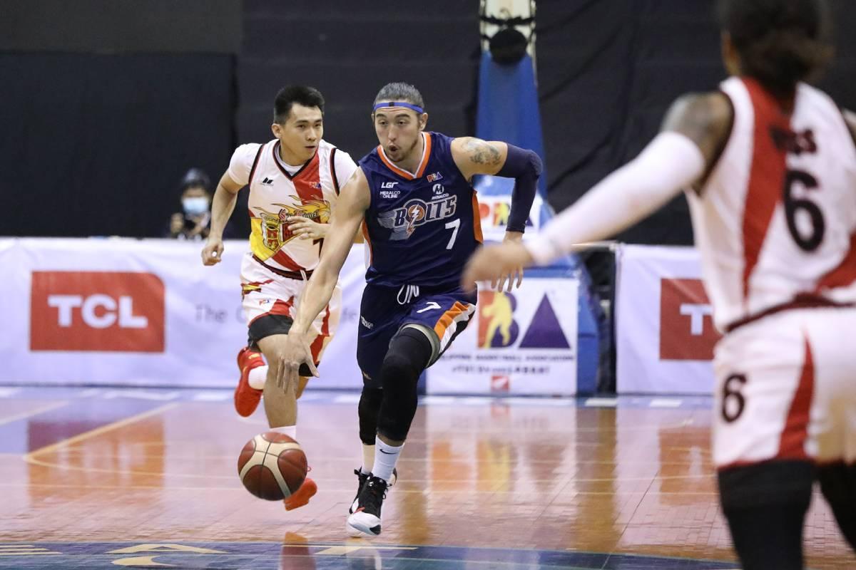 PBA-Season-45-San-Miguel-vs-Meralco-Cliff-Hodge Look back on PBA Bubble season -- from Blackwater almost leaving to Ginebra's triumph Bandwagon Wire Basketball PBA  - philippine sports news