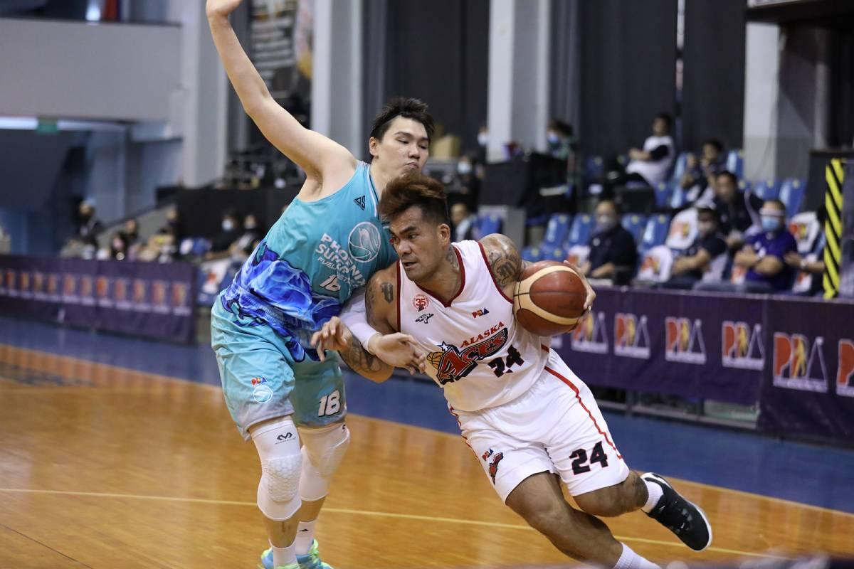 pba-season-45-phoenix-vs-alaska-vic-manuel-2 Endgame of Abueva trade was to get Manuel, bares Robinson Basketball News PBA  - philippine sports news
