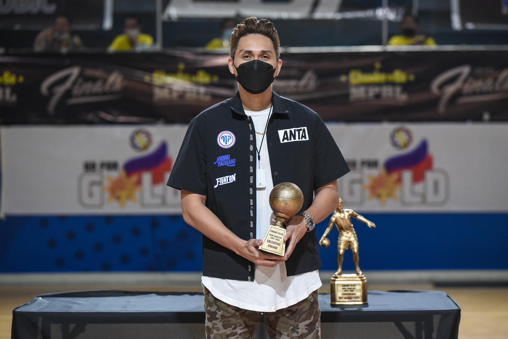 2019-21-Chooks-to-Go-MPBL-Lakan-Season-Awarding-Ceremony-Emmer-Oreta-receives-award-for-Bong-Cuevas John Wilson crowned Chooks-to-Go MPBL Lakan Season MVP Basketball MPBL News  - philippine sports news