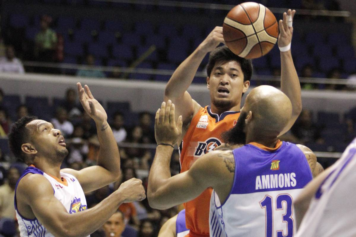2016-PBA-Governors-Cup-Meralco-Bolts-Ryan-Buenafe Ryan Buenafe has no regrets as he fulfilled his duty as a brother Basketball News VisMin Super Cup  - philippine sports news