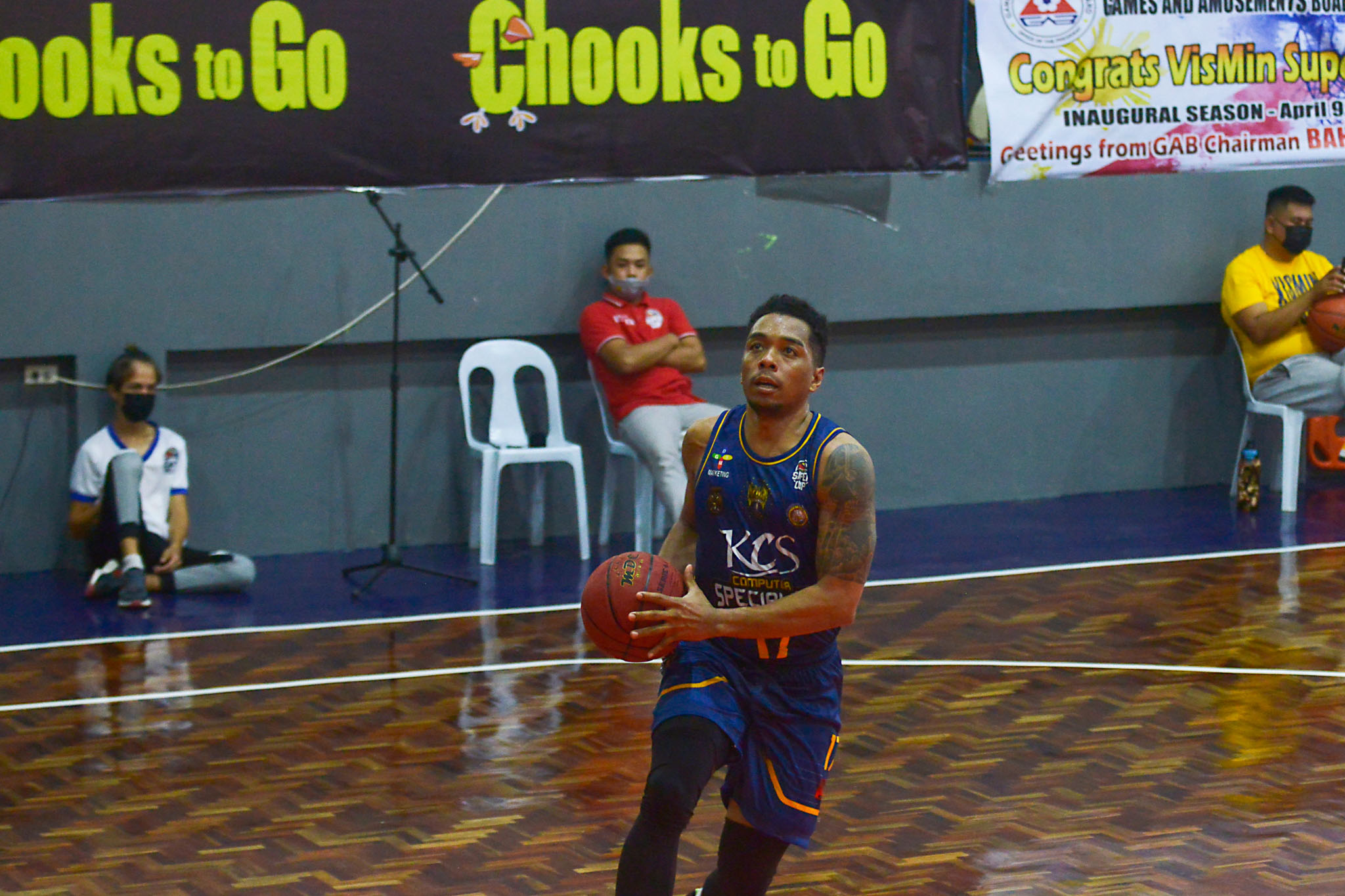 2021-Chooks-to-Go-VisMin-Cup-Dumaguete-vs-Mandaue-Ping-Exciminiano-2 Ping Exciminiano proves that he can still compete in VisMin Basketball News VisMin Super Cup  - philippine sports news
