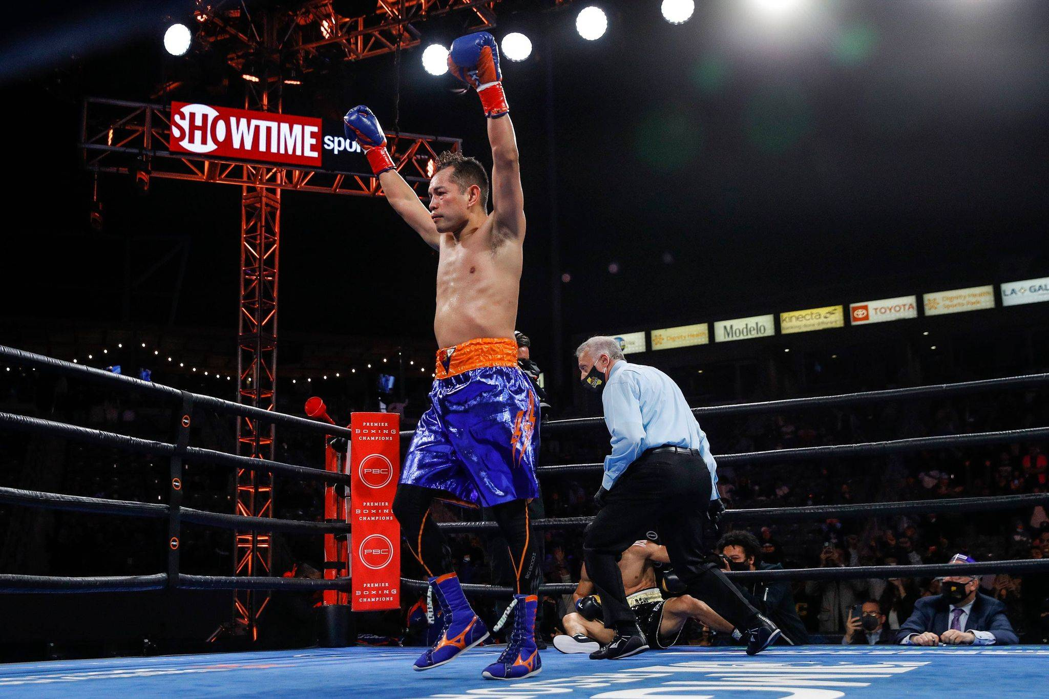 Nonito-Donaire-def-Nordine-Oubaali-2 Nonito Donaire becomes boxing's oldest bantamweight champion Boxing News  - philippine sports news