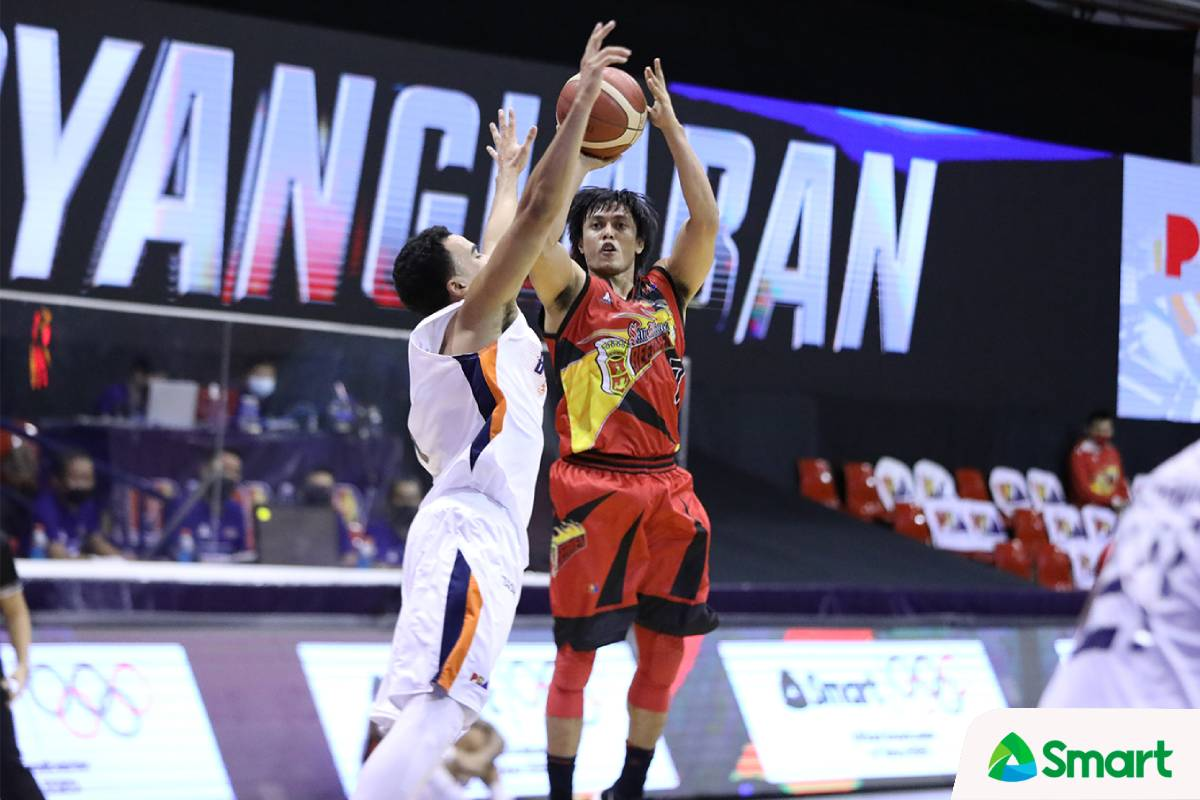 2021-pba-philippine-cup-san-miguel-vs-meralco-terrence-romeo Terrence Romeo says he heard 'a pop' after hurting knee Basketball News PBA  - philippine sports news