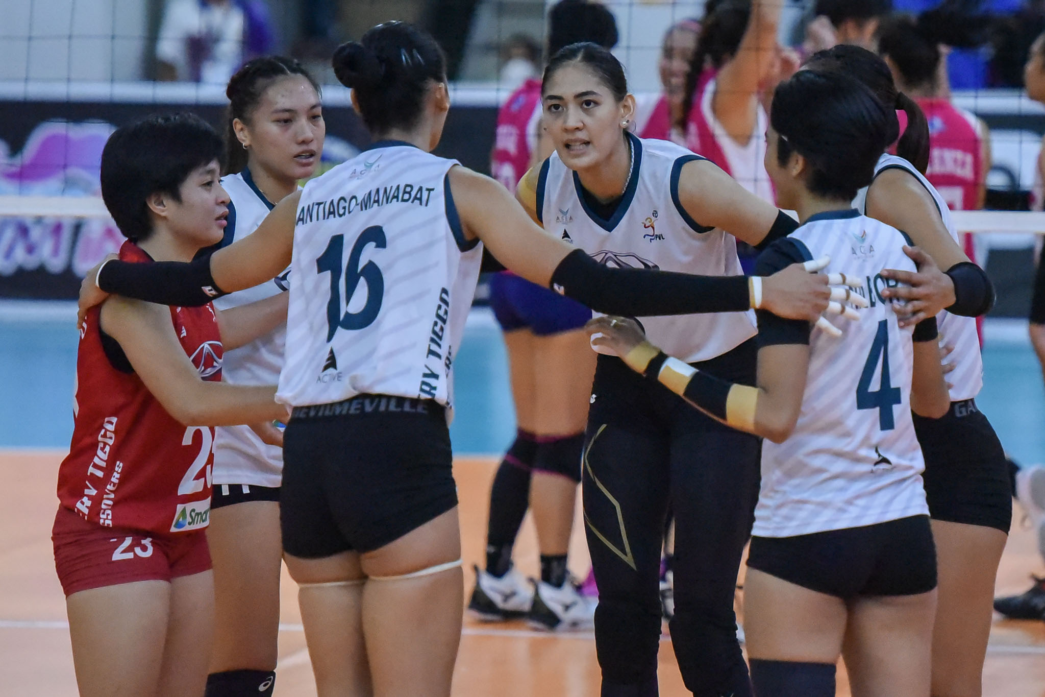 2021-PVL-Open-Creamline-vs.-Chery-Tiggo-Finals-G2-Jaja-Santiago-6483 Buding Duremdes gets added strength vs Creamline from friends, family News PVL Volleyball  - philippine sports news