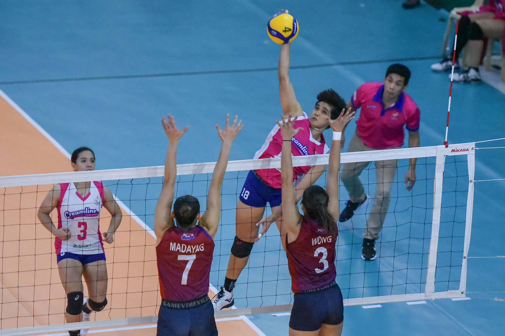 2021-PVL-Open-Creamline-vs.-Choco-Mucho-Tots-Carlos-7992 Tots Carlos relishes being on same side with Tai Bundit News PVL Volleyball  - philippine sports news