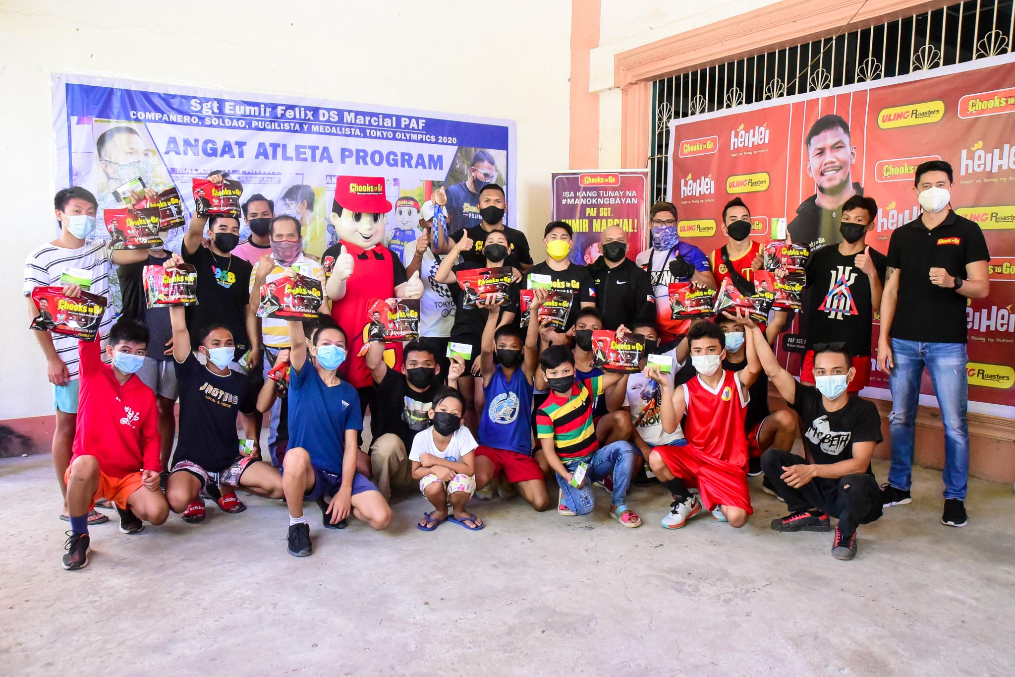 Chooks-to-Go-Eumir-Marcial-x-Onyok-Velasco-with-students Chooks-to-Go pledges support for Marcial's pro career, grassroots program Boxing News  - philippine sports news