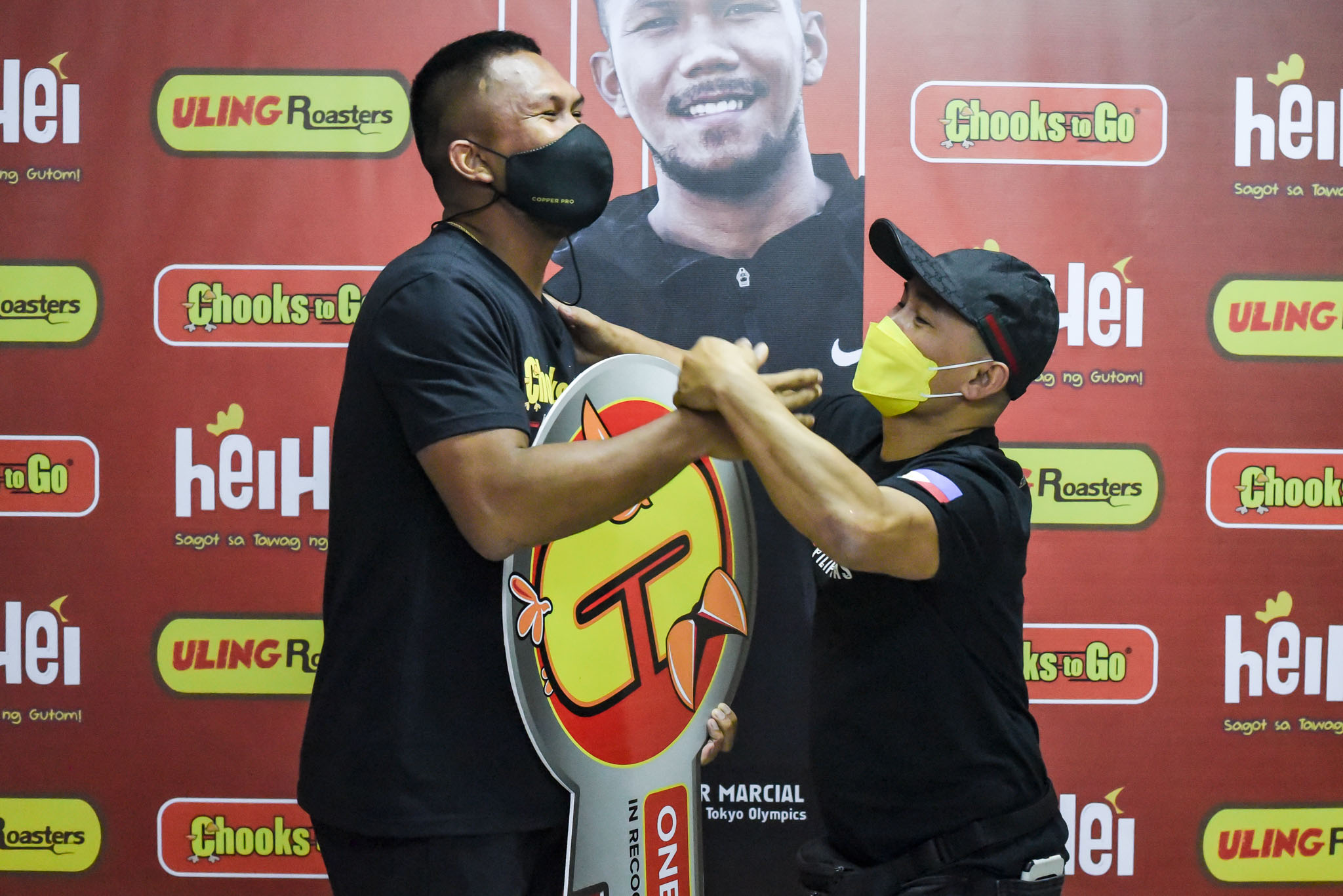 Chooks-to-Go-Eumir-Marcial-x-Onyok-Velasco Chooks-to-Go pledges support for Marcial's pro career, grassroots program Boxing News  - philippine sports news